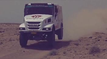 InstaForex Loprais Team: jazda próbna przez pustynię w Afryce